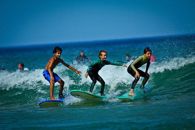 pour les jeunes surfeurs